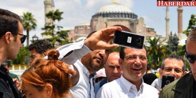 Ekrem İmamoğlu Cuma namazını Sultanahmet Camii'nde kıldı