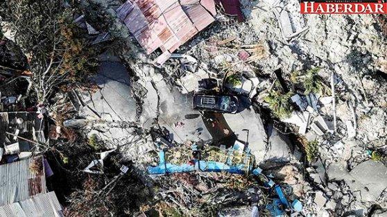 Endonezya'da deprem ve tsunamiden sonra bu kez de yanardağ patladı!