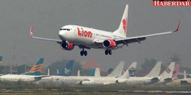 Endonezya'da yolcu uçağı denize çakıldı