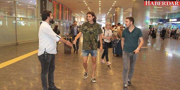 Enes Ünal havalimanında gözaltına alındı!