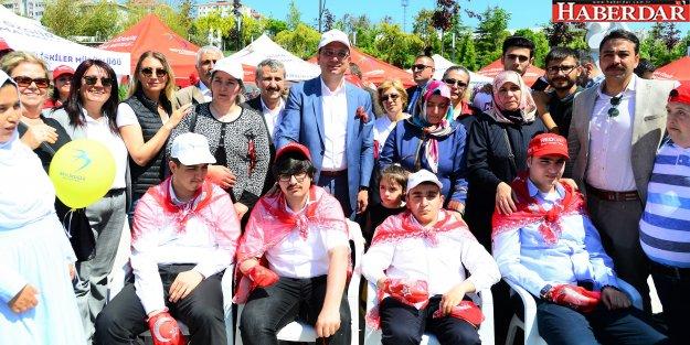 """'ENGELSİZ BEYLİKDÜZÜ"""" PİKNİKTE BULUŞTU"""