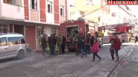 Esenyurt'ta 5 Katlı Apartmanın Deposunda Yangın