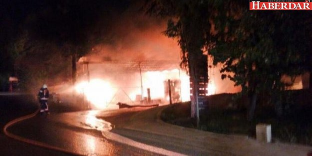 Esenyurt'ta Boya Fabrikasında Yangın