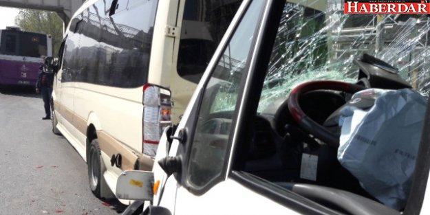 Esenyurt'ta Yolcu Minibüsü Kaza Yaptı: 1'i Ağır 5 Yaralı