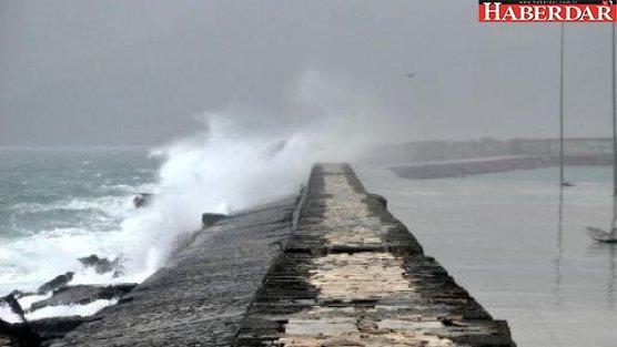 Fırtına tekne batırdı: 2 kişi kayıp!