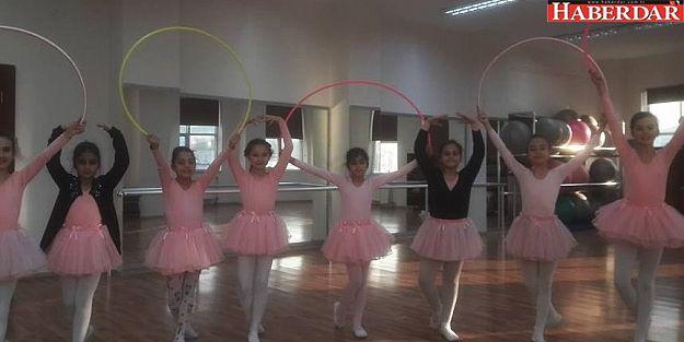 Geleceğin bale sanatçısı olmaya aday çocuklar