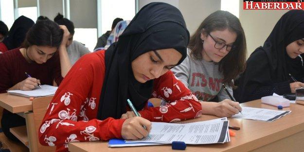 Gençler üniversiteye hazırlanıyor