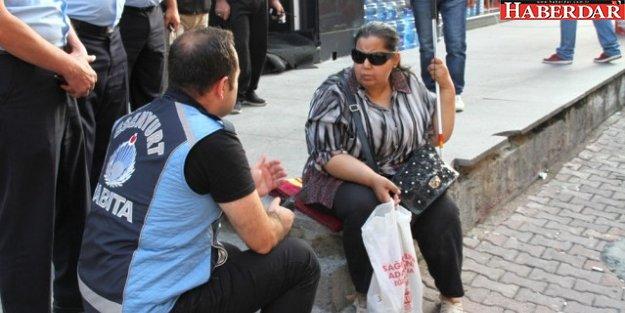 Görme Engelli Kadını Sokağa Attılar