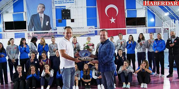 Halkbank Voleybol Takımı Büyükçekmece'yi ziyaret etti