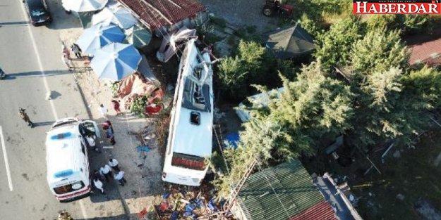 Havaist otobüsü kaza yaptı: Ölü ve yaralılar var
