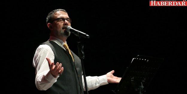 İBRAHİM SADRİ NAAT VE ŞİİRLERİYLE BÜYÜLEDİ