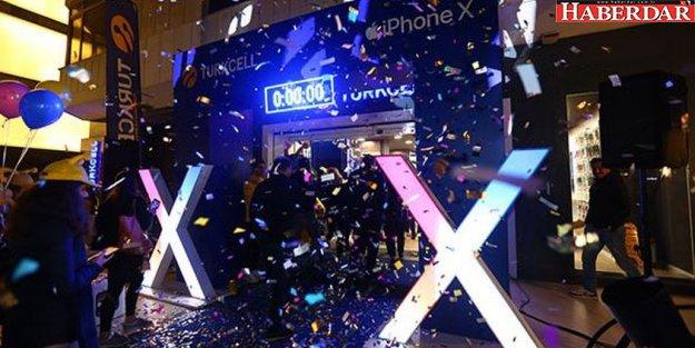 İstanbul'da iPhone X kuyruğu