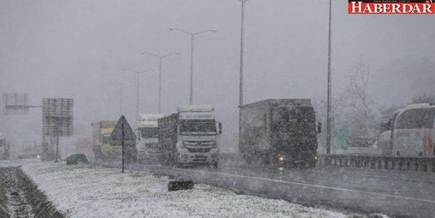 İstanbul'da kar yağışı şiddetini artırdı