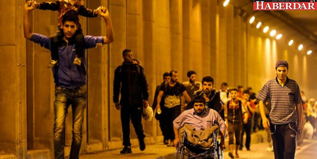 İstanbul'da Yaşayan Suriyeliler Ülkelerine Dönüyor