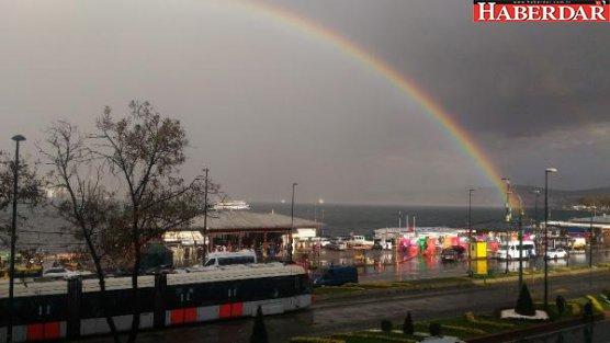 İstanbul gökkuşağı ile renklendi