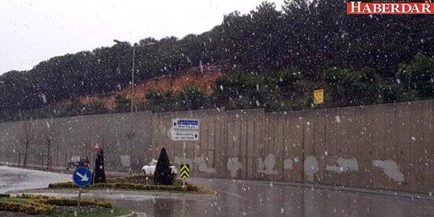 İstanbul'un Yüksek Kesimlerinde Lapa Lapa Kar Yağdı