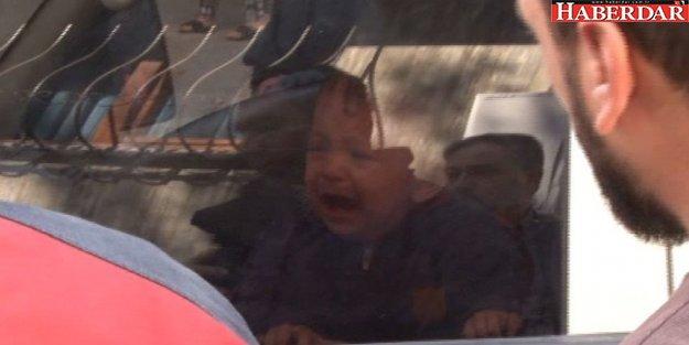 Kamyonet İçinde Unutulan Bebeği, İtfaiye Son Anda Kurtardı