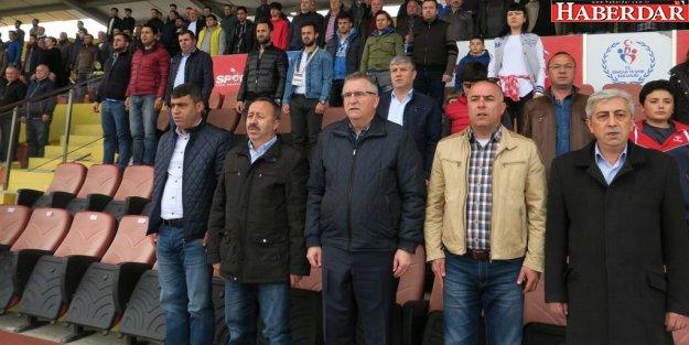 Kara Çatalcaspor-Kırıkkalespor maçını izledi