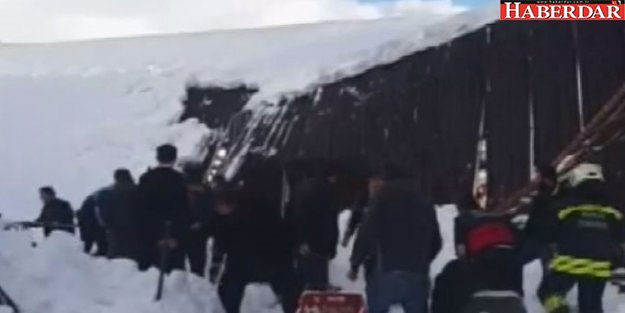 Konya'da Pazar Yerinin Çatısı Çöktü: 4 Kişi Ağır Yaralı