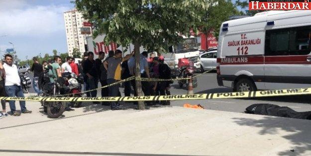 Küçükçekmece'de Meydana Gelen Kazada Motosiklet Sürücüsü Hayatını Kaybetti