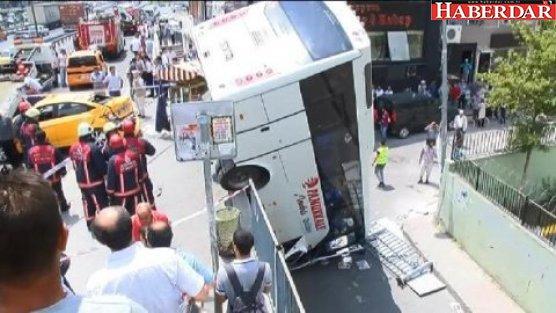 Küçükçekmece'de servis otobüsü devrildi