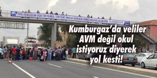 Kumburgaz'da veliler AVM değil okul istiyoruz diyerek yol kesti!