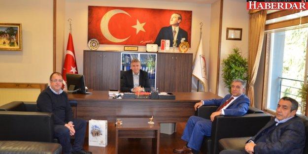 Mecitözü Belediye Başkanı Ünal Yavuz, Başkan Cem Kara'yı ziyaret etti