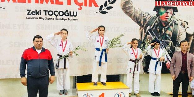 """'Mehmetçiğe Destek"""" turnuvasında kazanmanın gururunu yaşadılar"""