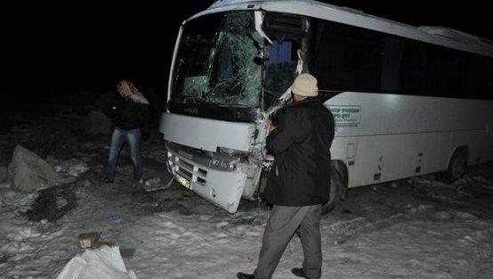 MHP'lileri taşıyan araç kaza yaptı: 1 ölü 6 yaralı