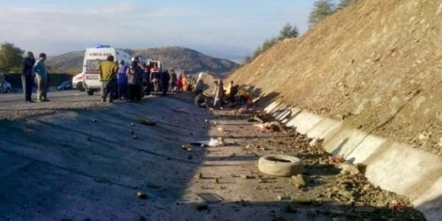 Midibüs şarampole yuvarlandı: 13 ölü