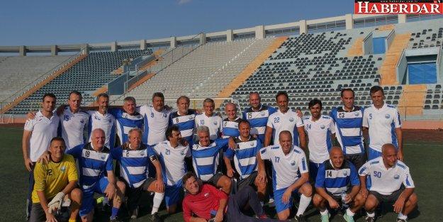 Milli futbolculardan Büyükçekmece'de Zafer Bayramı maçı