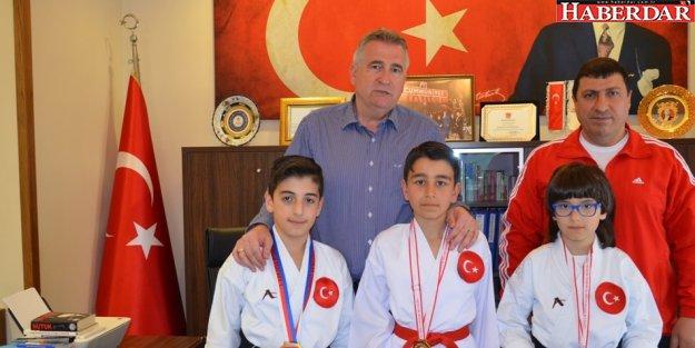 Milli sporcular Başkan Cem Kara'yı ziyaret etti