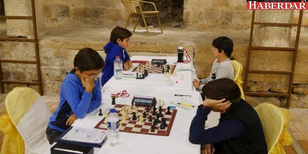 Minik satranççılar kozlarını Büyükçekmece'de paylaştı
