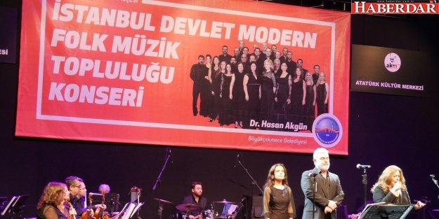 Modern Folk Müzik Topluluğu Atatürk için söyledi