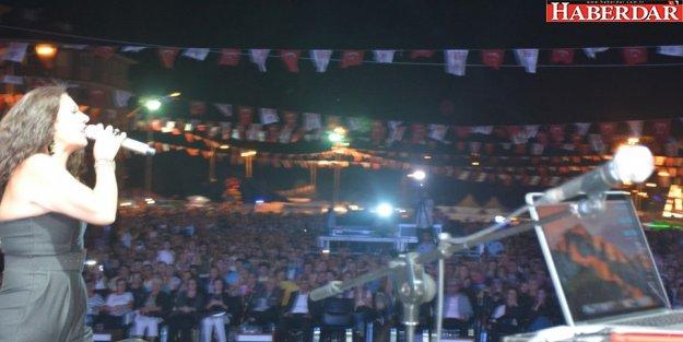 Muhteşem ses Işın Karaca'dan Çatalca'da müzik şöleni