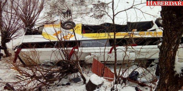 Muş'ta Yolcu Otobüsü Dereye Uçtu: 6 Ölü, 20 yaralı