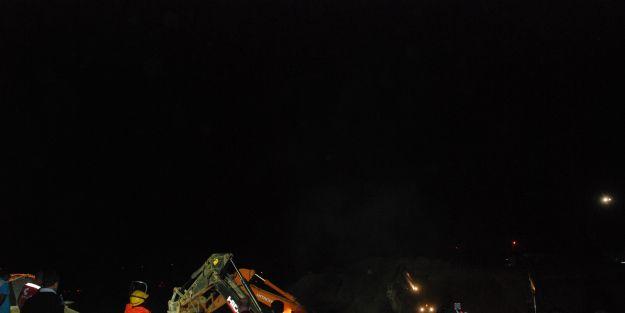 Otoyol üzerindeki üstgeçit köprüsü patlayıcıyla yıkıldı