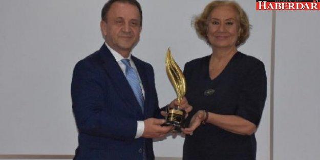 Özcan Işıklar'a Yılın Belediye Başkanı Ödülü
