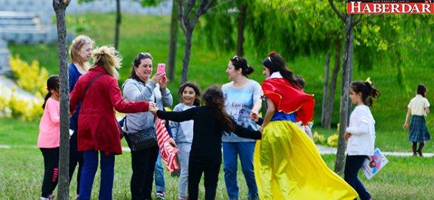 Piri Reis Parkı çocukların uçurtmalarıyla renklendi