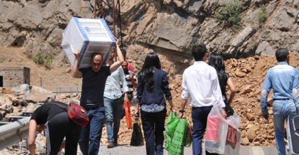 PKK karayolunu kapattı