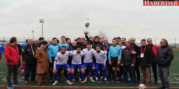 Şampiyon Büyükçekmece Belediyespor kupasını aldı!