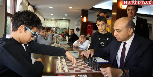 Satranç turnuvasını Adar Tarhan kazandı