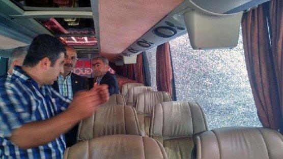 Seçim otobüsüne silahlı saldırı