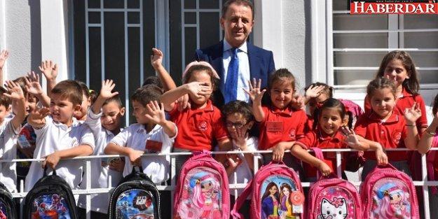 Silivri Belediyesi'nden çocuklara okul seti