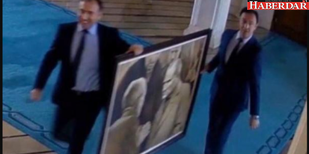 Sırıtarak kaldırmışlardı! Atatürk tablosu geri geliyor!