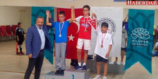 Squash 13. Yaş Türkiye Birincisi Mektebim'de