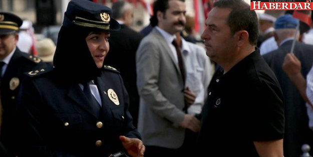 Taksim'deki Zafer Bayramı Kutlamalarında Başörtülü Polisler Yer Aldı
