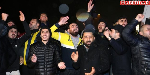 Taraftarlardan Samandıra'da Fenerbahçe Kafilesine Protesto