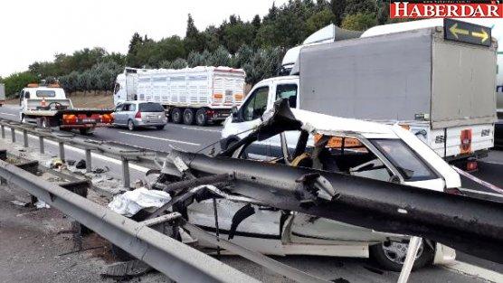 Tem'de Feci Kaza; Bariyerlere Giren Otomobilin Sürücüsü Öldü