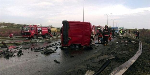 TEM'de trafiği kapatan kaza: 2 ölü